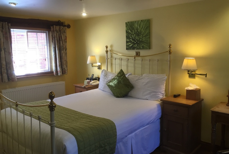 Room-8-Bed1