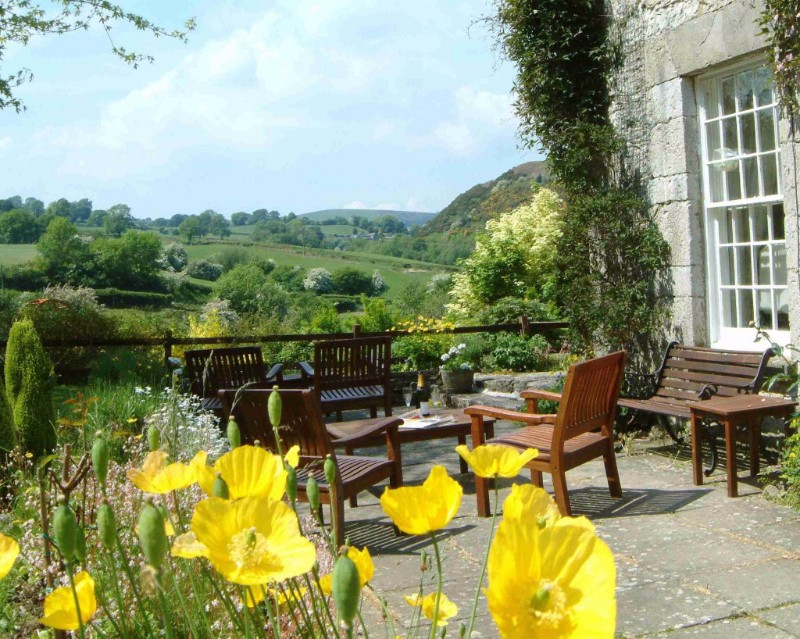 Pen-y-Dyffryn-south-patio-chairs-cropped1