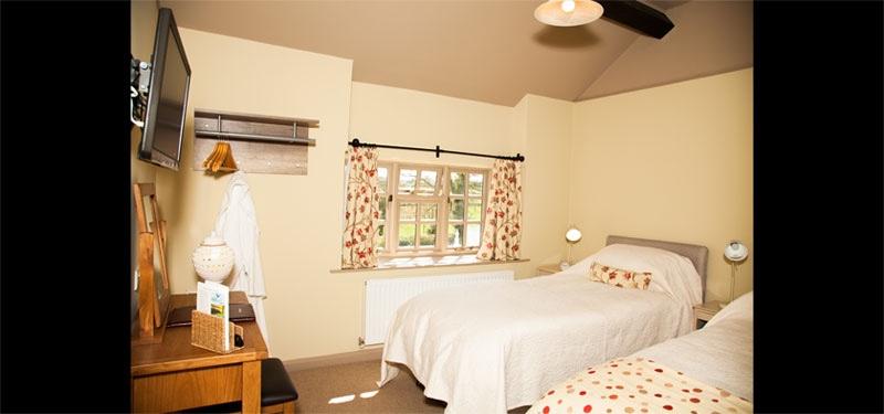 Pam-B-B-Bedroom-055