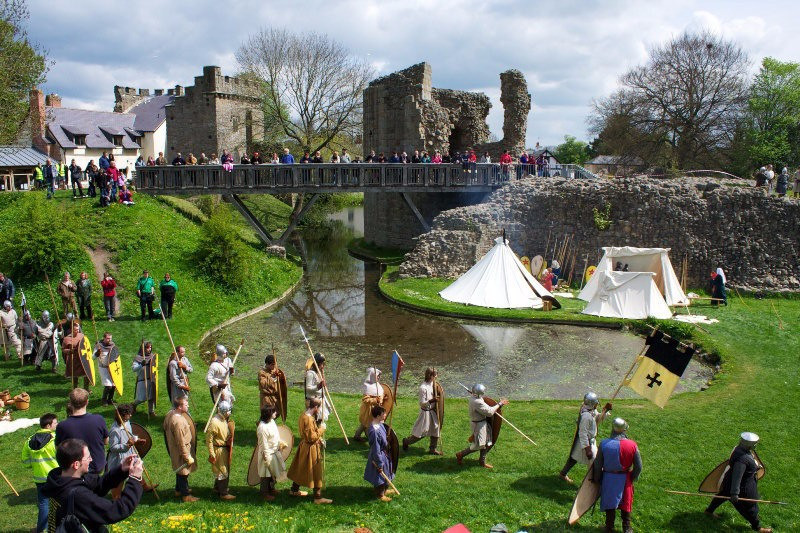 1376_Whittington-Castle-re-enactment1