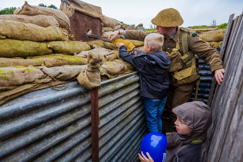 trenches-with-children-and-gun
