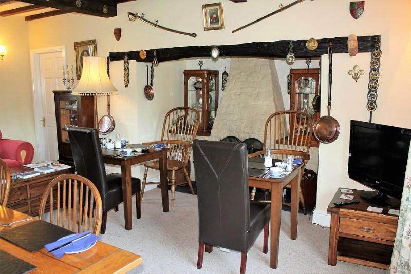 Lounge-breakfast-layout-Gwaenynog-Farmhouse2