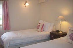 holiday-rental-twin-room1