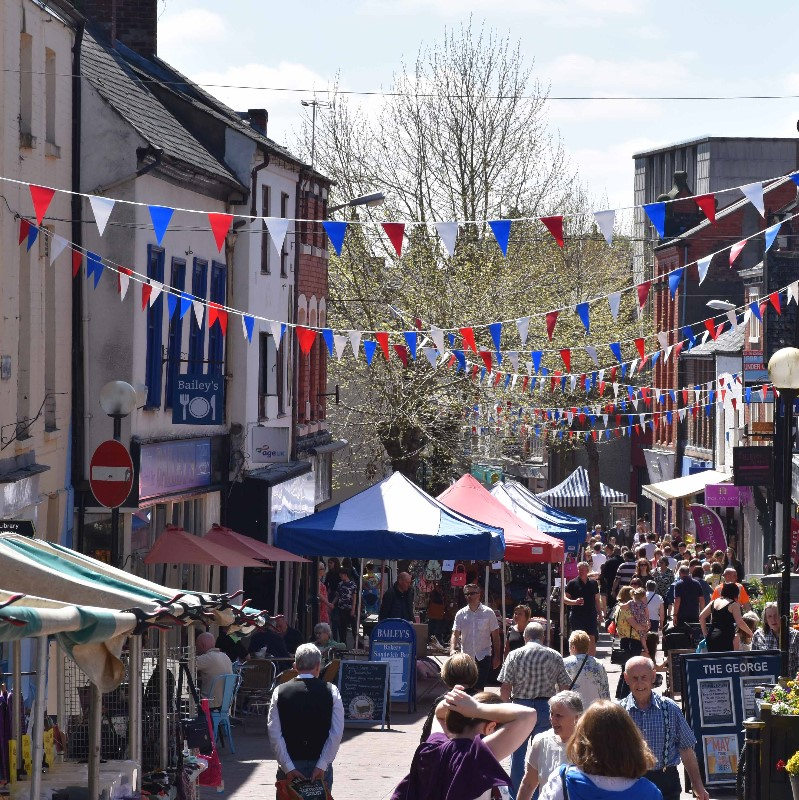 Street-Market-with-bunting